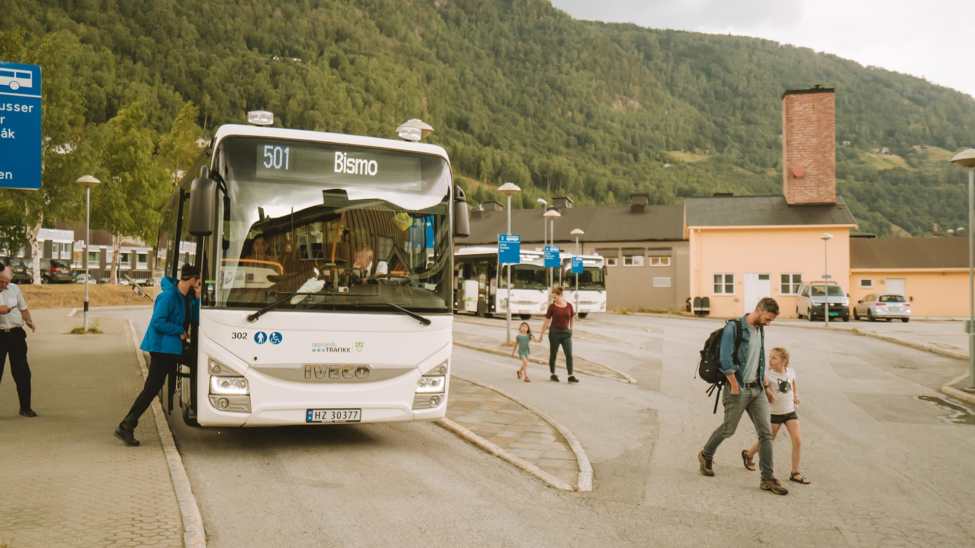 Busstransport, mennesker på reise.